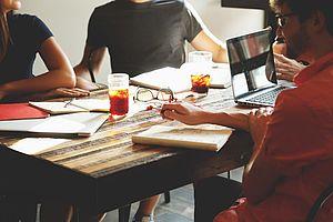 TYPO3 ist Marktführer unter den von deutschen mittelständischen Unternehmen benutzen Content Management Systemen.